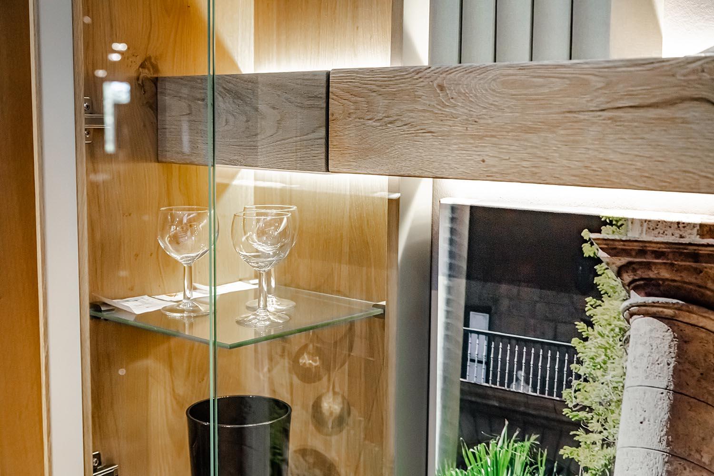 Wohnwand Voglauer V-Solid Detail Glasvitrine