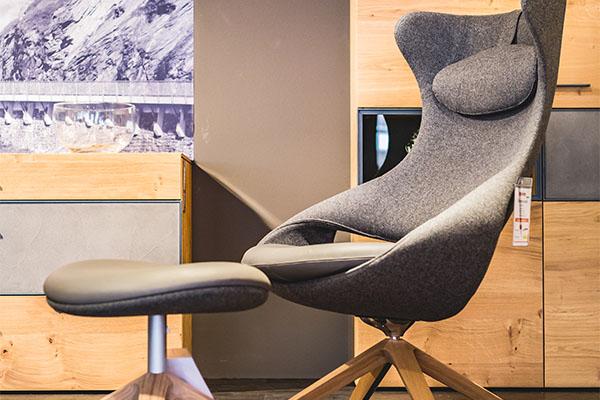 Möbel Schröter Designersessel mit Hocker